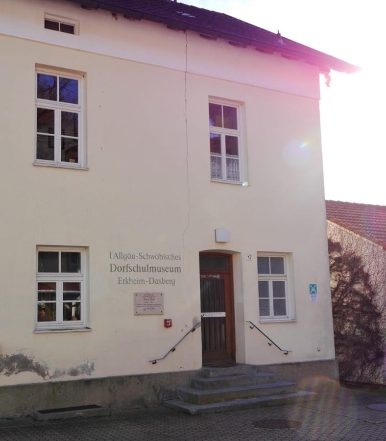 Der Eingang zum Dorfschulmuseum.